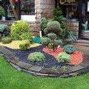 come abbellire un giardino con pietre sassi per giardino progettazione giardini uso dei