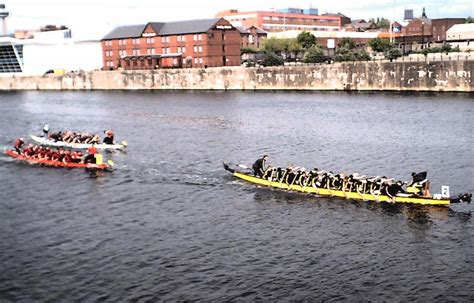 dragon boat racing liverpool worcester at liverpool 2003
