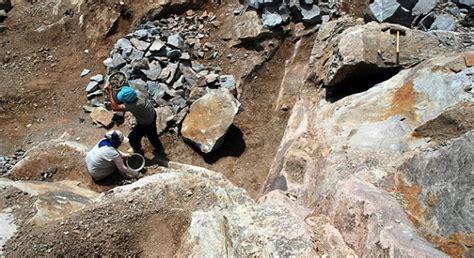 Batu Alam Asahan 6 pekerja batu alam tertimbun longsor di cirebon