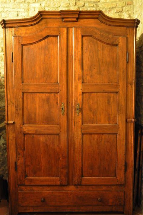 armadio vecchio vecchio armadio negozio antiquariato a san gimignano