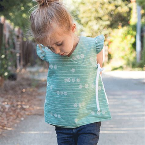 free pattern wrap top free pattern tutorial reversible wrap top by craftiness