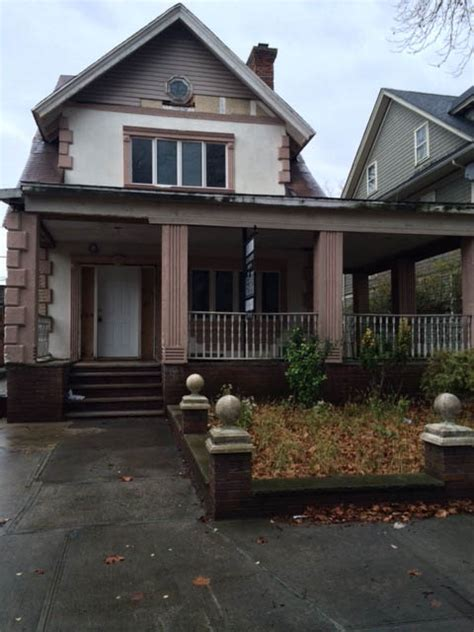 single family home waiting for a renovation
