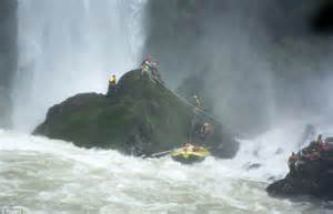 niagara falls boat accident two u s tourists killed and one injured when inflatable