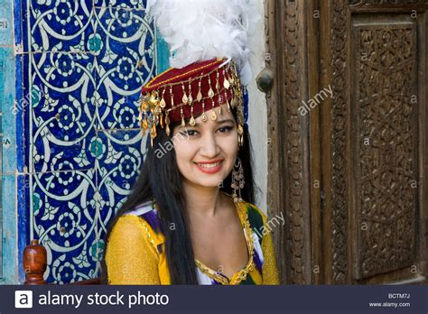 women uzbek stock photos women uzbek stock images alamy traditionally dressed uzbek woman performer at the