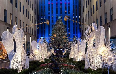 when is the new york tree lighting 83rd rockefeller center tree lighting 2015 photos