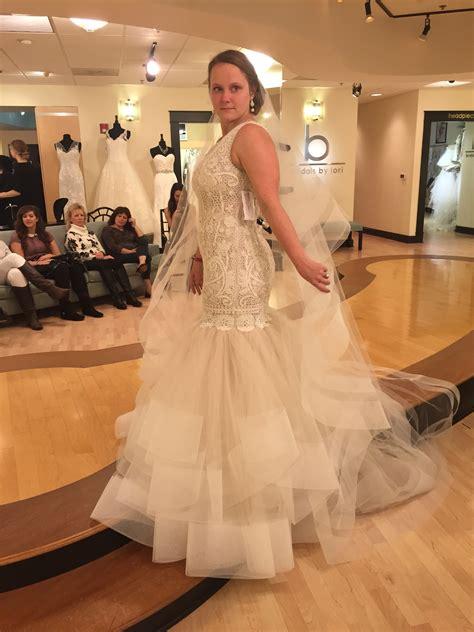 bride  pounds nervous  wedding dressphotos