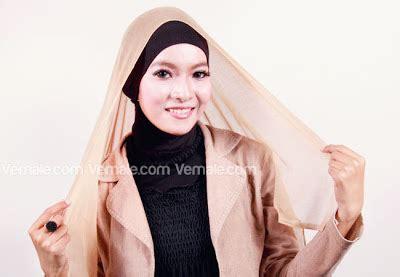 Jilbab Segiempat Bonjela Polos Tengah 2 tutorial jilbab polos sederhana dan praktis