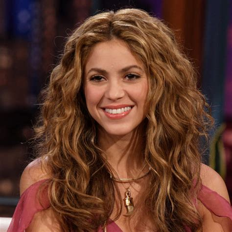 shakira s hair is amazing hair pinterest shakira s beauty evolution see her hair makeup looks