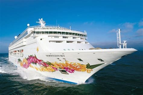 norwegian cruise weekend party cruises 10 weekend getaways at sea