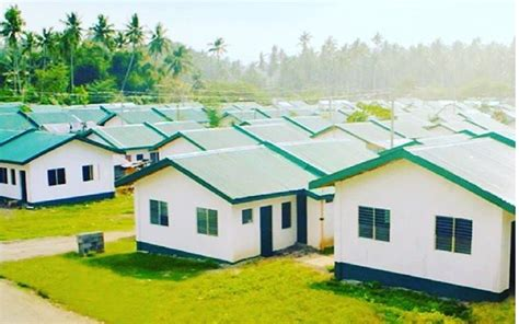 Manny Pacquiao Builds Hundereds of Houses For Homeless