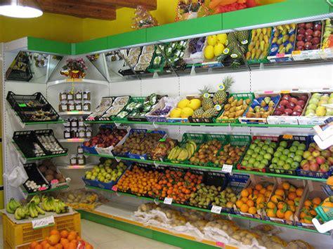 scaffali per frutta e verdura arredamento ortofrutta arredo negozio alimentari