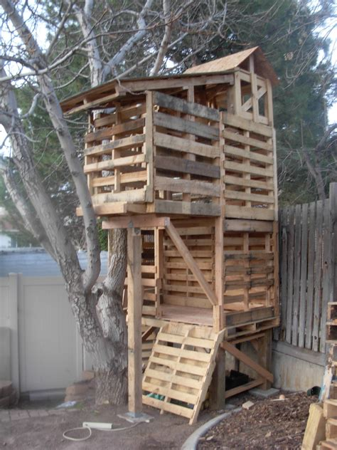Pallet Tree Houses On Pinterest Pallet Fort Pallet House And Tree House Plans