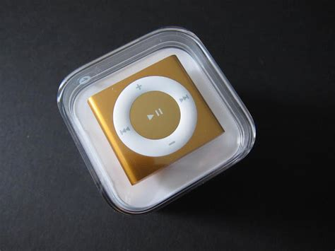 Apple Shuffle Now Available by Ipod Shuffle 4g Gets Unboxed Gallery All Articles