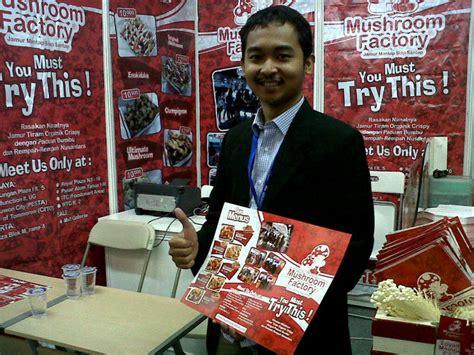 Jual Lu Jamur sarjana muda ini bisnisnya menjamur jual makanan ringan dari