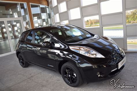 leaf nissan black nissan leaf black edition revealed available march 17