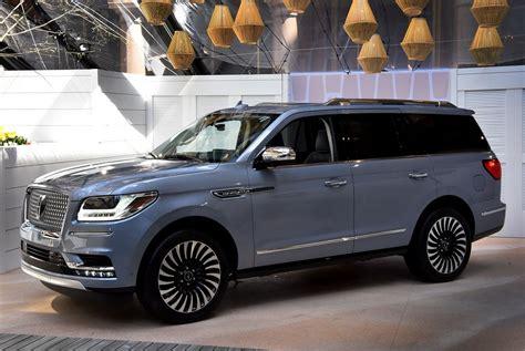 2019 Lincoln Navigator by Lincoln Navigator 2018 2019 фото цена новинки линкольн