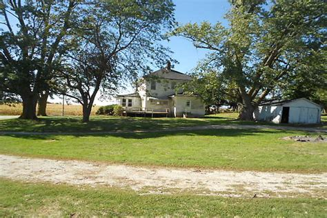 Earlham Iowa Farm For Sale   Milligan's Gander Hill Farm