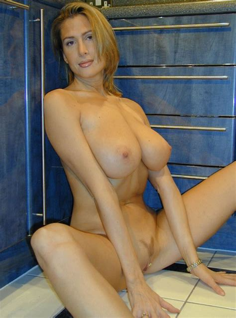Porn Star Or Housewife Totallynsfw Com
