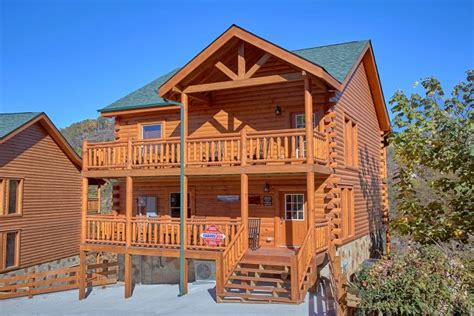 luxury pool cabin cabins usa gatlinburg