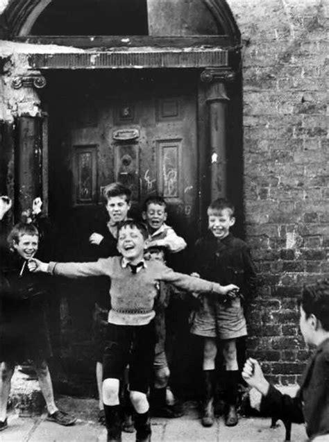Photo by Roger Mayne, 'Children in a doorway' Dublin 1957