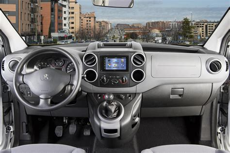 peugeot partner interior peugeot partner office 2014 interior noticias coches com