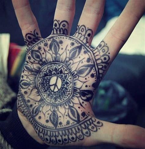 tattoo mandala en la mano tattoo mandala