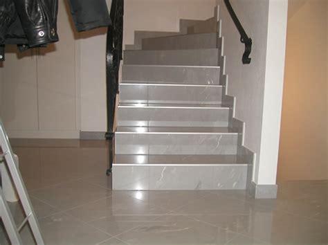 fliesen legen treppe gewendelte treppe fliesen affordable gewendelte treppen