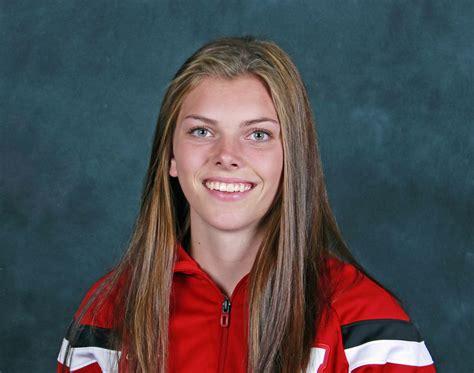badger women s hockey team sweeps north dakota