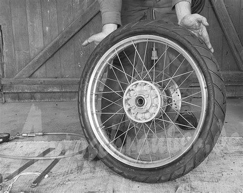 Motorrad Reifen Verliert Luft by Autoschrauber De Motorrad Reifen Wechseln