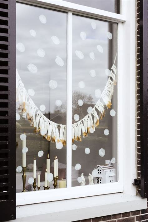 cute christmas window decorations digsdigs