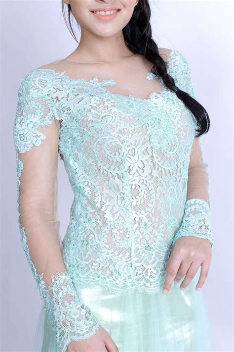 Kebaya Modern Berpayet 1000 images about kebaya on bling dress