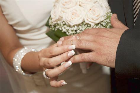 fedine pomellato fedi nuziali le lucciole di pomellato the wedding italia