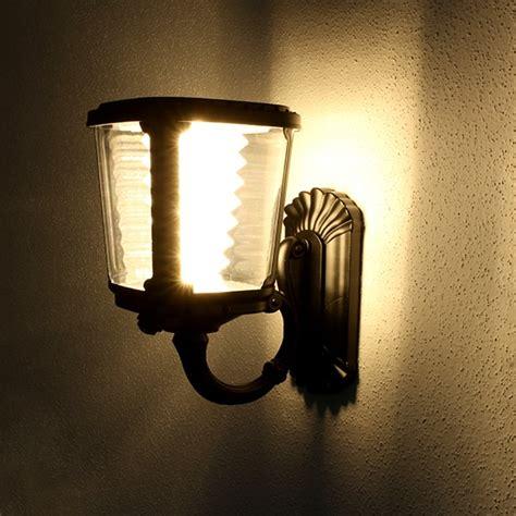 illuminazione esterna solare lada da parete ad energia solare luce calda ecoworld