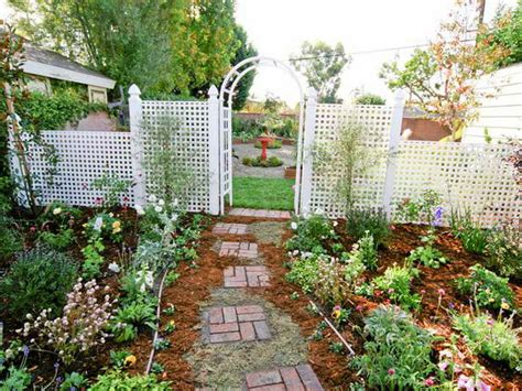 backyard trellis ideas bloombety small backyard landscaping ideas with trellis