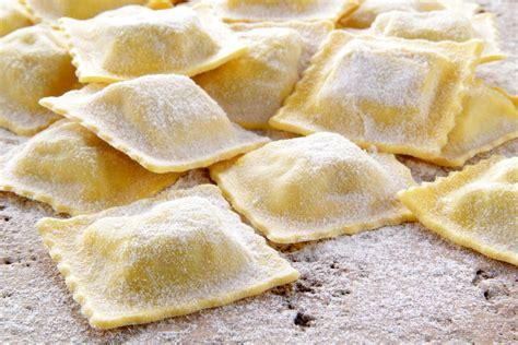 ravioli di carne fatti in casa agnolotti fatti in casa la ricetta per preparare gli