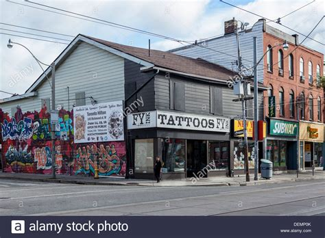 tattoo queen street east toronto tattoo parlour stockfotos tattoo parlour bilder alamy