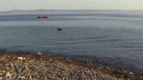 refugee boat landing in spain refugee landing skala sikaminia lesvos boat 1 doovi