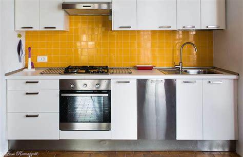 piastrelle gialle cucina con mattonelle gialle appartamenti in affitto a