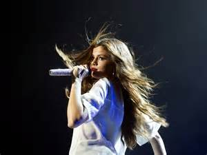 cing comfortably selena singing on stage selena gomez picture