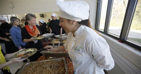 Elgin Soup Kitchen by Clumsy Chef Programs Prepares Thanksgiving Meal