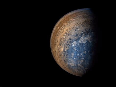 nasa jupiter images nasa juno probe sent breathtaking new jupiter pictures