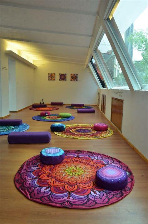 imagenes de salones yoga m 225 s de 25 ideas incre 237 bles sobre estudios de yoga en