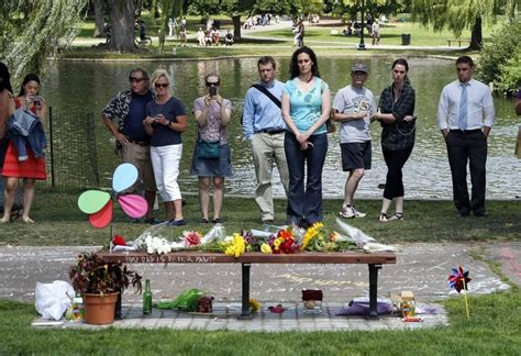 good will hunting bench scene fans leave williams tributes at boston park bench