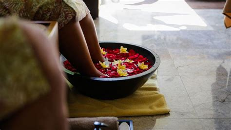 yoga massage therapy package    meal bali