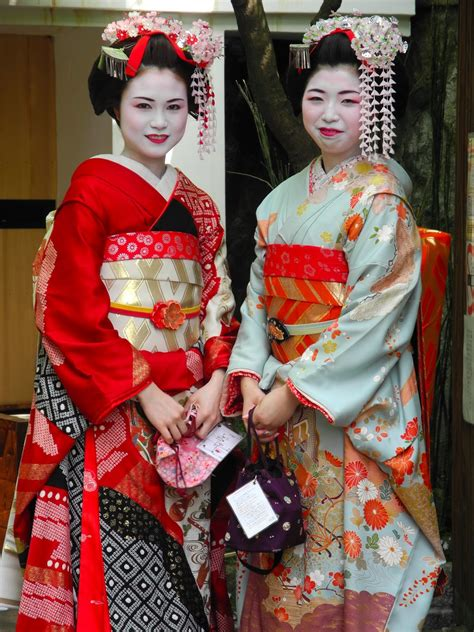 Traditional Japanese Costume camirtw japanese in traditional clothes