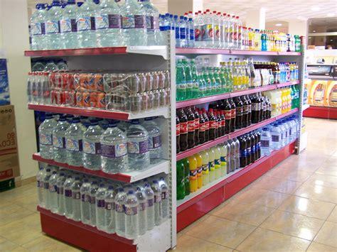 cabecera o cabezera cabecera de lineal en supermercado lv shelves