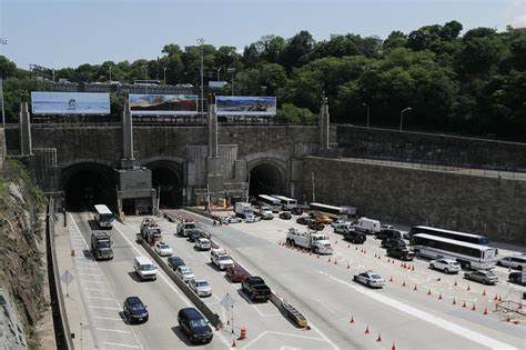 how is the lincoln tunnel more than 30 injured in two crash inside new