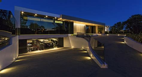 jay z and beyonce house see the 85 million house jay z and beyonce are about to buy in l a billionaire
