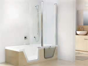 dusche und badewanne kombiniert step in baden oder duschen in einer wanne mit