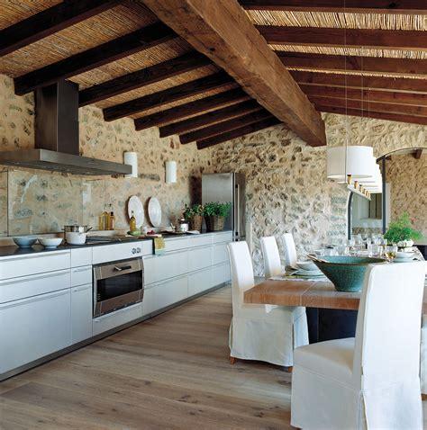 cocina alargada con office y techo de ca 241 a 00239520 home - Canas De Cocina Rusticas